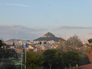 633. Atenas. El monte Likabeto desde el Museo de la Acrópolis