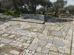 686. Atenas. Bajando de la colina de Filopapo