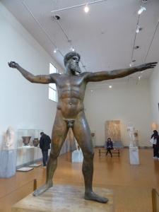 745. Atenas. Museo Arqueológico Nacional.Zeus o Poseidón de cabo Artemision. Estilo severo. 460 aC