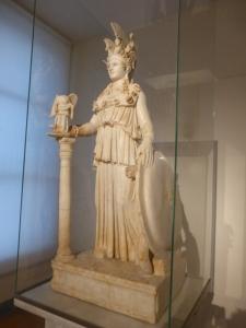 767. Atenas. Museo Arqueológico Nacional. Atenea Varvakeion. la mejor copia de la Atenea Partenos criselefantina de Fidias de 438 aC. 1ª mitad del III.