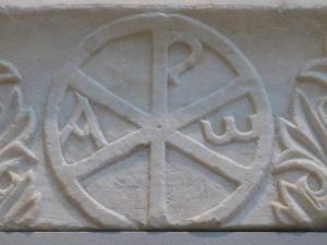 780. Atenas. Museo bizantino. Crismón. Siglo V