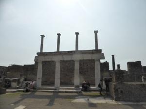 081. Pompeya. Foro. Templo de Apolo