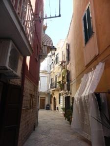1038. Bari
