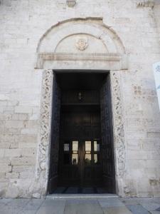 1048. Bari. San Nicolás de Bari. Fachada. Puerta sur