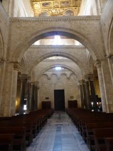 1052. Bari. San Nicolás de Bari. Nave central hacia los pies