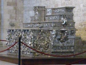 1062. Bari. San Nicolás. Urna con las reliquias 1