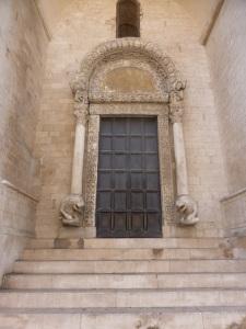 1079. Bari. San Nicolás de Bari. Portada norte o de los Leones