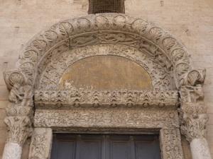 1080. Bari. San Nicolás de Bari. Portada norte o de los Leones