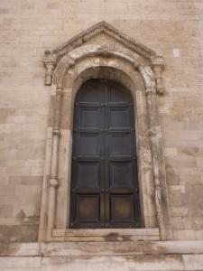 1081. Bari. San Nicolás de Bari. Portada en muro norte