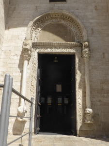1084. Bari. San Nicolás de Bari. Puerta en muro sur 1