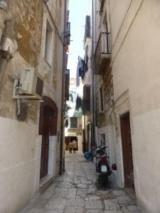 1104. Bari