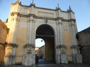 1128. Rávena. Puerta Adriana