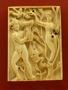 1155. Museo Nacional. Placa con Apolo y Dafne. Siglo V. procedente de Egipto