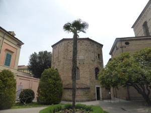 1205b. Rávena. Baptisterio neoniano.