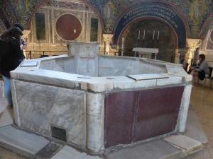 1213. Rávena. Baptisterio neoniano.
