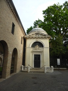 1295. Rávena. Sepulcro de Dante