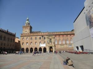 1303. Bolonia. Piazza Maggiore