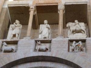 1415. Parma. Baptisterio. Meses del año