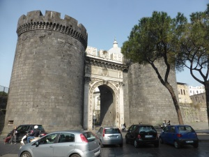 209. Nápoles. Porta Capuana