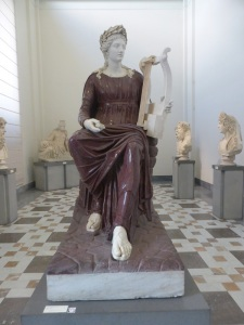 270. Nápoles. Museo Arqueológico Nacional. Apolo con la lira. Pórfido. Siglo II