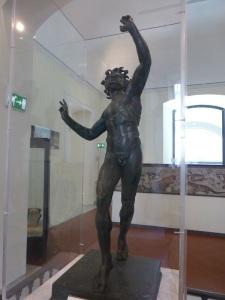 331. Nápoles.Museo Arqueológico Nacional. Bronce de fauno danzante. Pompeya. Casa del Fauno