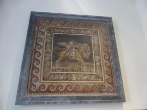 333. Nápoles. Museo Arqueológico Nacional. Mosaico pompeyano. Dionisio niño sobre un tigre. Pompeya. Casa del fauno