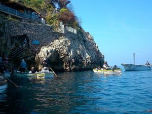 521. Capri. Vuelta a la isla. Entrada gruta azul