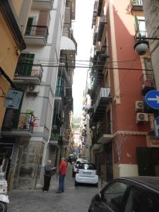708. Nápoles. Barrio Español
