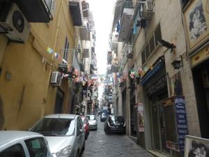713. Nápoles. Barrio Español