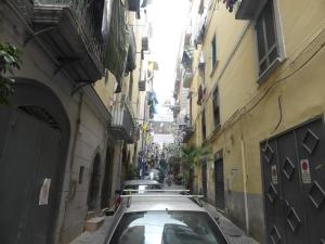 715. Nápoles. Barrio Español