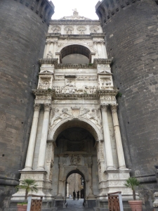 781. Nápoles. Castel Nuevo