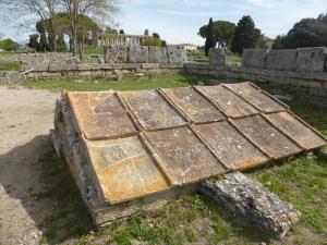 803. Paestum. heroon. VI a. C.,