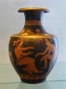 874. Paestum. Museo. Oinocos de figuras rojas (380-370 a. C)
