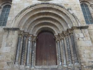 324. Coimbra. Iglesia de Santiago. Portada oeste