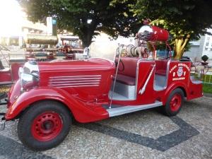 590. Bragança. Exposición coches de bomberos antriguos