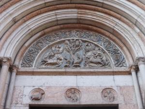 1372. Parma. Baptisterio. Portada de Barlaam (al sur)