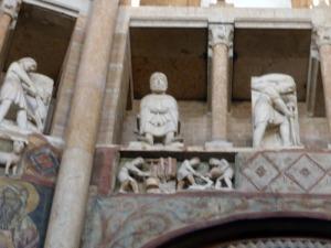 1411. Parma. Baptisterio. Meses del año