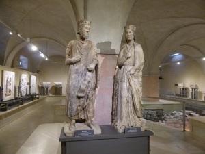1468. Parma Museo Diocesano. Salomón y la Reina de Saba de Antelami. Procedentes de la cara norte del baptisterio.
