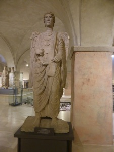 1470. Parma Museo Diocesano. Arcángel Gabriel de Antelami. Procedentes de la cara norte del baptisterio.