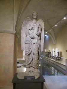 1471. Parma Museo Diocesano. Arcángel Miguel de Antelami. Procedentes de la cara norte del baptisterio.