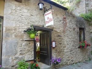 160. Vannes. Restaurante La Paella junto a la puerta de San Juan