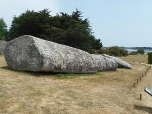 216. Locmariaqueur. Conjunto de los megalitos. Le Grand Menhir Brissé