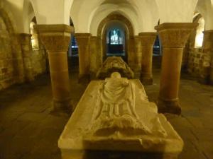 407. Quimperlé. Santa Cruz. Cripta. Nave central