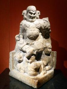 1074. Museo de Shangai. Lokapala. Piedra. Dinastía Tang 618-907