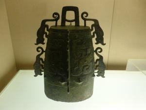 1129. Museo de Shangai. Instrumento musical con cuatro tigres. Última Dinastía Zhou occidental. 900-771 a. C.