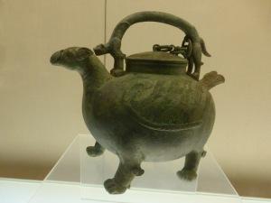 1131. Museo de Shangai. Vasija para vino. Última Dinastía Zhou occidental. 900-771 a. C.