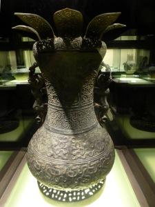 1136. Museo de Shangai. Vasija para vino con dragón. 700-600 a. C.