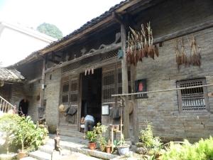 815. Yangshuo. Por los arrozales. Vivienda tradicional