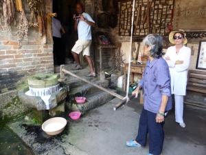 818. Yangshuo. Por los arrozales. Vivienda tradicional