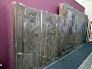 087. Teherán. Museo Arqueológico. Relieve de la escalera norte de la Apadana. Persépolis